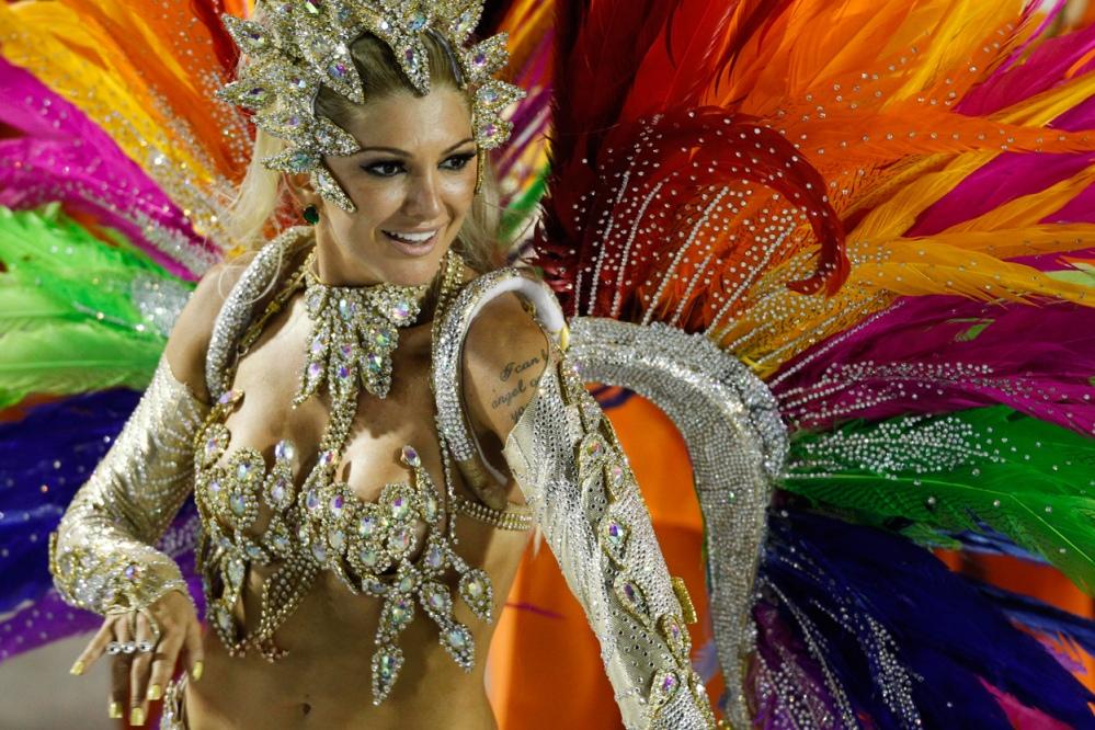 caspost.com-rio-carnival-2012-parade-2381